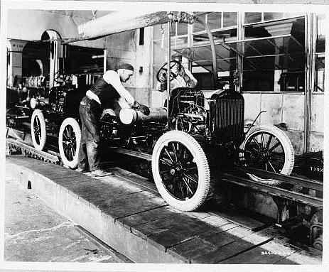 Cadena de montaje del Ford T. 7 de mayo de 1923. Fuente: Biblioteca del Congreso de EEUU.