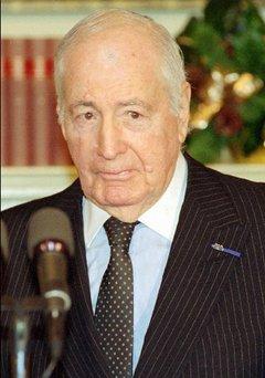 Walter Hubert Annenberg (13 marzo 1908 – 1 octubre 2002). Editor, filántropo y diplomático estadounidense. La fotografía fue tomada en 1993.