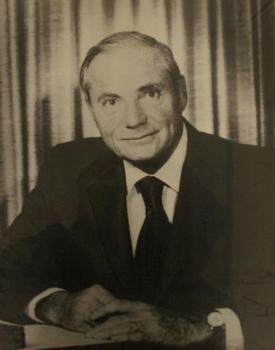 Fotografía de Milton Jerrold Shapp (20 de enero de 1971 – 16 de enero de 1979) durante su mandato como gobernador de Pensilvania. Fotografía cortesía de Pennsylvania State Archives.