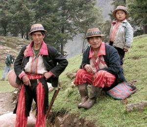 Hombres mayas actuales (San Juan Atitlán, Guatemala).