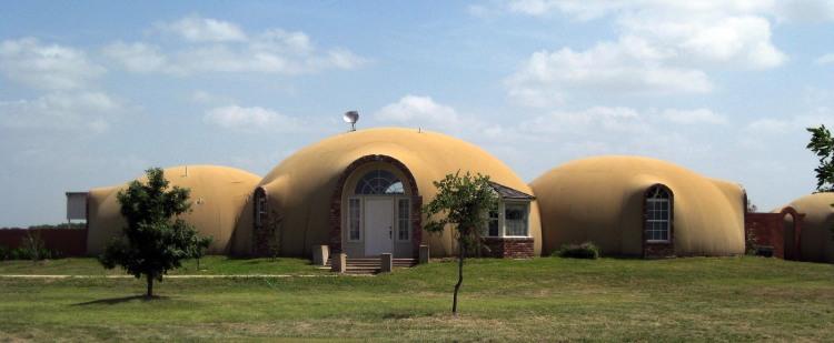 Domos monolíticos en EEUU. Su diseño gustará más o menos, pero aquí podemos ver un buen ejemplo de diseño y construcción para vivienda.