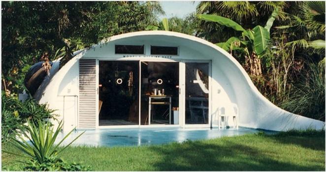 """Otro... """"edificio"""" del Proyecto Venus. Compárese su extrema racanería de materiales y espacio con las exhuberantes maquetas que el mismo Jacque Fresco diseña."""