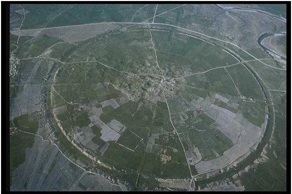 Vista aérea de las ruinas de Firuzabad, Irán.