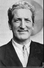 Frank Scully, de profesión, magufo y periodista que se inventó los incidentes de los OVNI de 1948 en Arizona y Nuevo México.