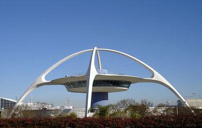 El Theme Building en el Aeropuerto Internacional de Los Ángeles, de los arquitectos Pereira y Luckman.