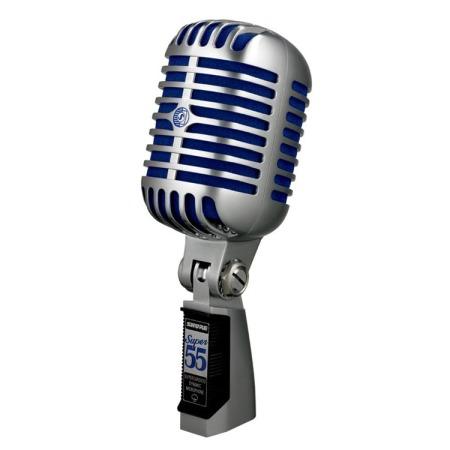 Micrófono de los antiguos. De los de antes de internet y casi que la televisión a color. Nótese la comparativa estética con los