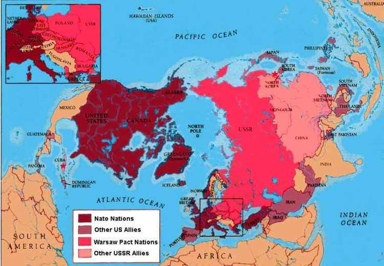 Mapa geopolítico (en inglés) de la Guerra Fría con los dos bandos y sus aliados más relevantes.