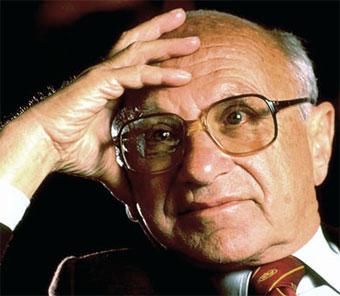Milton Friedman (1912-2006), economista estadounidense miembro y cabeza visible de la