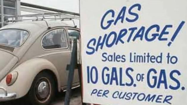Cartel en una gasolinera estadounidense durante la