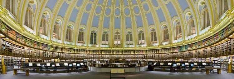 Panorama de casi 180º de la Sala de Lectura de la British Library en el British Museum.