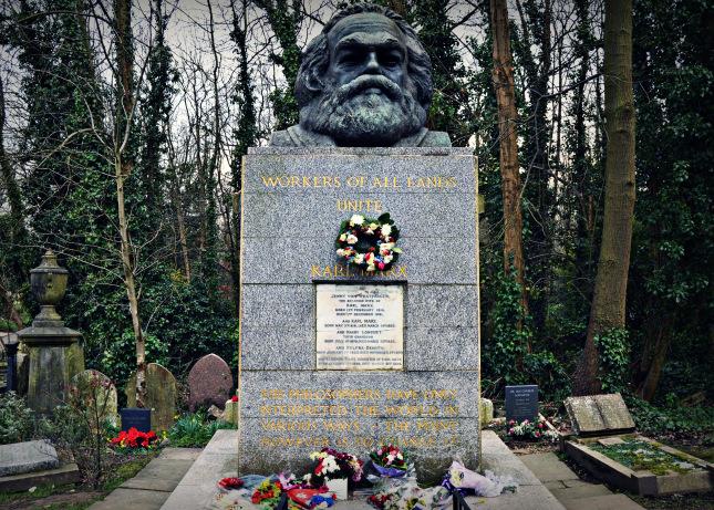 Tumba de Karl Marx en el cementerio de Highgate (Londres, Reino Unido). Fotografía de Rose Voldemort.