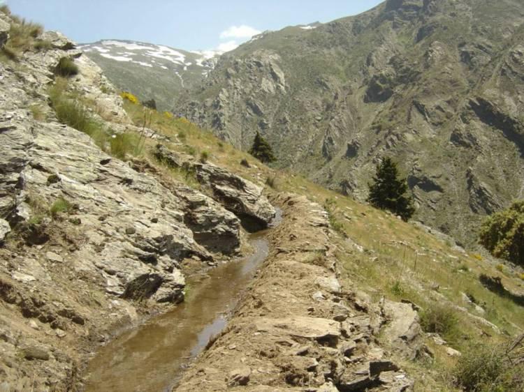 Acequia de careo en Las Alpujarras